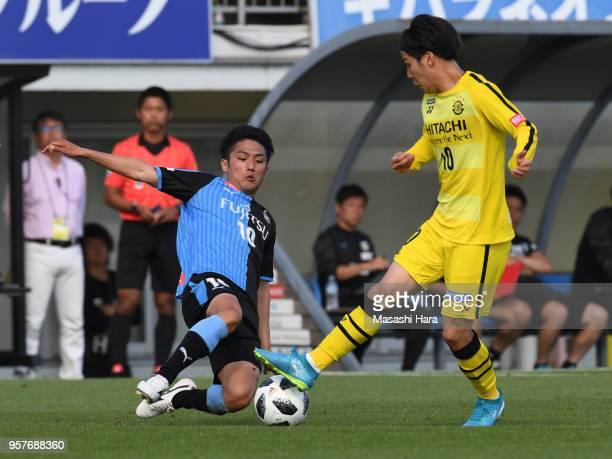 Ryota oshima of Kawasaki Frontale and Wataru Esaka of Kashiwa Reysol compete for the ball during the JLeague J1 match between Kashiwa Reysol and...