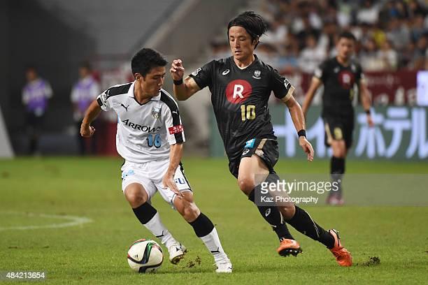 Ryota Oshima of Kawasaki Frontale dribbles the ball under the pressure from Ryota Morioka of Vissel Kobe during the JLeague match between Vissel Kobe...