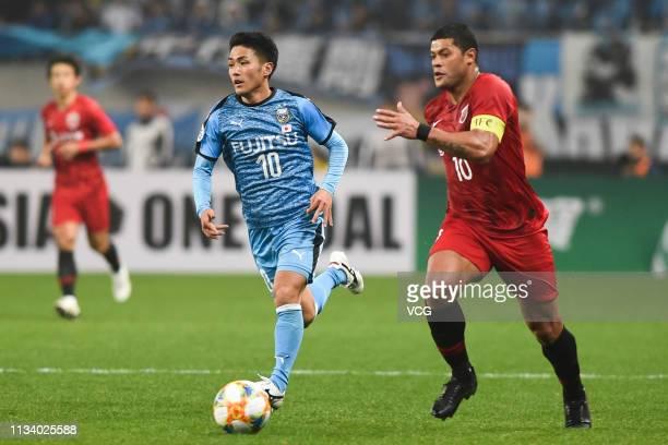 Ryota Oshima of Kawasaki Frontale drives the ball during the AFC Champions League Group H match between Shanghai SIPG and Kawasaki Frontale at...