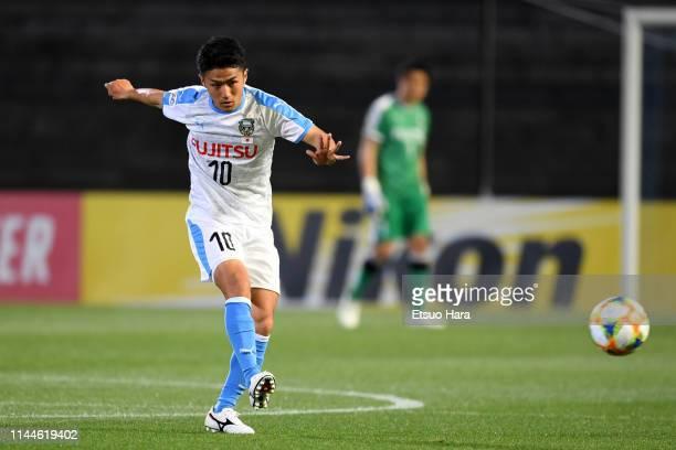 Ryota Oshima of Kawasaki Frontale in action during the AFC Champions League Group H match Kawasaki Frontale and Ulsan Hyundai at Todoroki Stadium on...