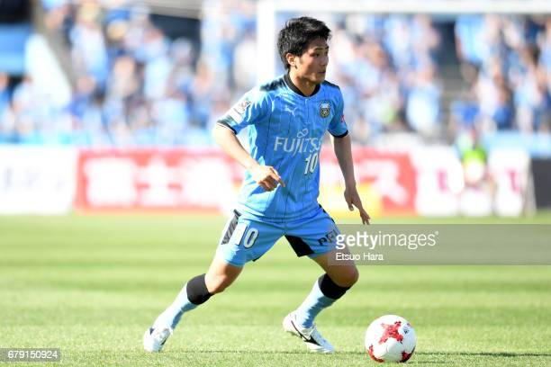 Ryota Oshima of Kawasaki Frontale in action during the JLeague J1 match between Kawasaki Frontale and Albirex Niigata at Todoroki Stadium on May 5...