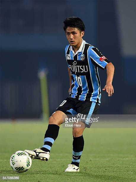 Ryota Oshima of Kawasaki Frontale in action during the JLeague match between Kawasaki Frontale and Albirex Niigata at the Todoroki Stadium on July 13...