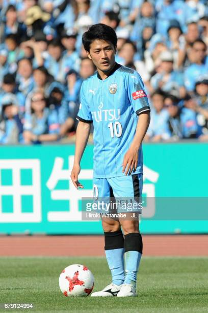 Ryota Oshima of Kawasaki Frontale prepares for a free kick during the JLeague J1 match between Kawasaki Frontale and Albirex Niigata at Todoroki...