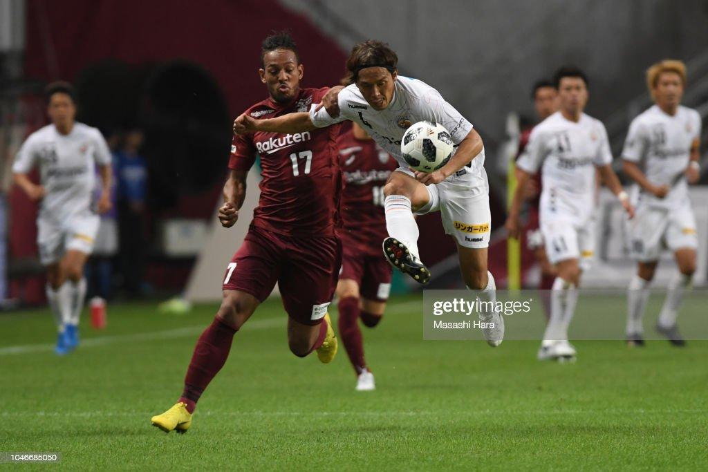 Vissel Kobe v V-Varen Nagasaki - J.League J1 : ニュース写真