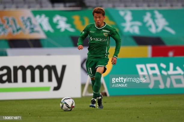 Ryoya YAMASHITA of Tokyo Verdy in action during the J.League Meiji Yasuda J2 match between Tokyo Verdy and Zweigen Kanazawa at Ajinomoto Stadium on...
