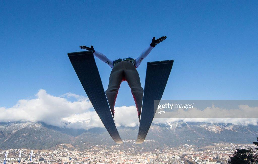 TOPSHOT-SKI-JUMPING-FOUR-HILLS-AUT : News Photo