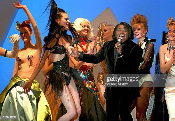 Rythm-and-blues singer James Brown brings down the curtain on Thierry Mugler's presentation of his Autumn-Winter 1995 ready-to-wear collection in...