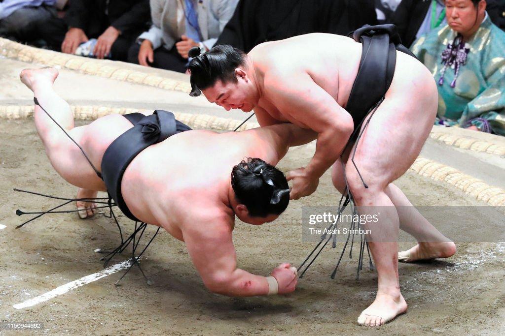 JPN: Grand Sumo May Tournament - Day 11