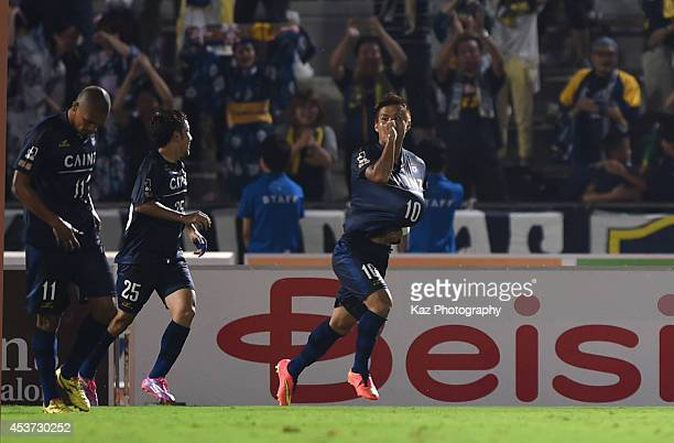 Ryuichi Hirashige of Thespakusatsu Gunma celebrates his equaliser in the final minute during the J League 2nd division match between Thespakusatsu...