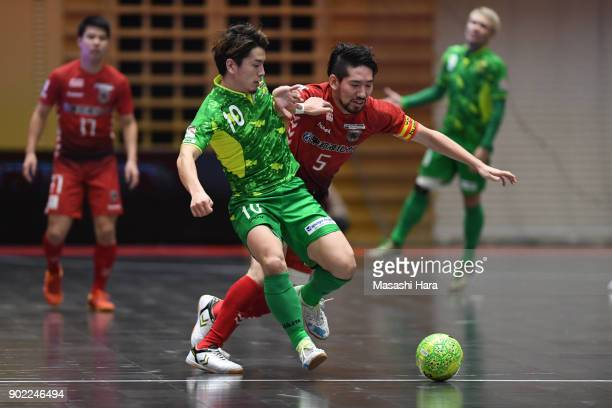 Ryuta Hoshi of Nagoya Oceans and Mizuho Inada of Deucao Kobe compete for the ball during the FLeague match between Nagoya Oceans and Deucao Kobe at...