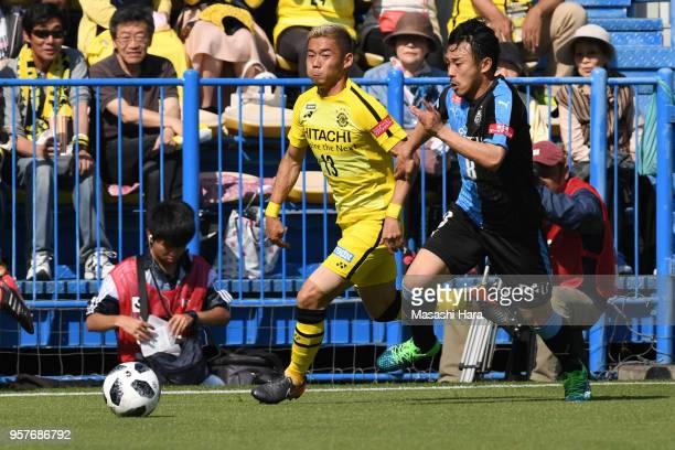 Ryuta Koike of Kashiwa Reysol and Hiroyuki Abe of Kawasaki Frontale compete for the ball during the JLeague J1 match between Kashiwa Reysol and...