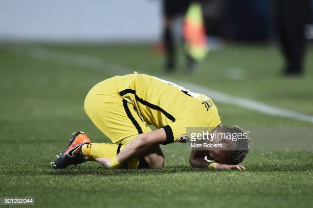 Ryuta Koike of Kashiwa Reysol lies injured during the AFC Champions League match between Kashiwa Reysol and Tianjin Quanjian at Sankyo Frontier...