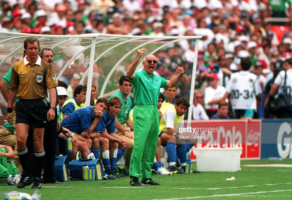 ITALY's 1-1 DRAW WITH MEXICO IN A 1994 WORLD CUP GAME AT RFK STADIUM IN WASHINGTON D.C. Mandatory Credit: David Cannon/ALLSPORT