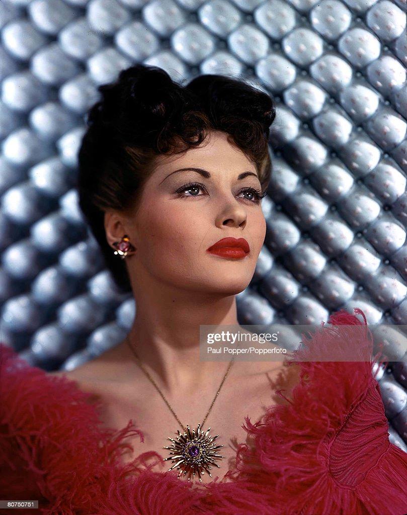 1950s A Portrait Of The American Film Star Yvonne De Carlo Wearing Shaped