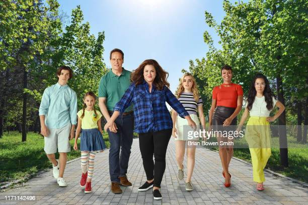 HOUSEWIFE ABC's American Housewife stars Daniel DiMaggio as Oliver Otto Julia Butters as AnnaKat Otto Diedrich Bader as Greg Otto Katy Mixon as Katie...