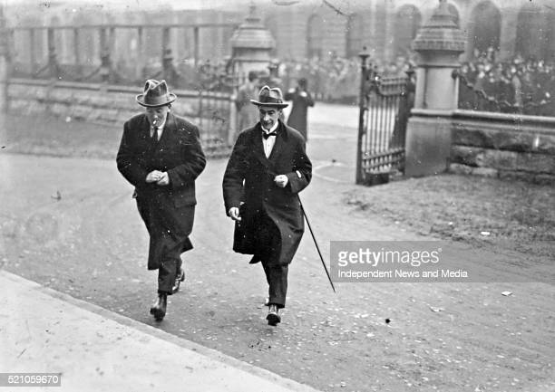 S arrive for the treaty ratification meeting, Dail Eirann , Circa 1922. .