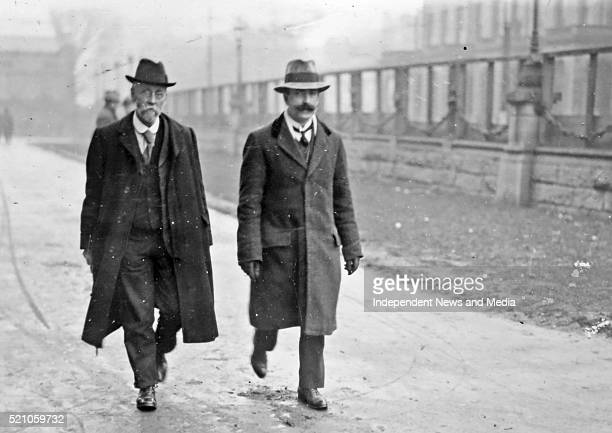 S arrive for the Treaty ratification meeting, Dail Eirann Circa 1922. .