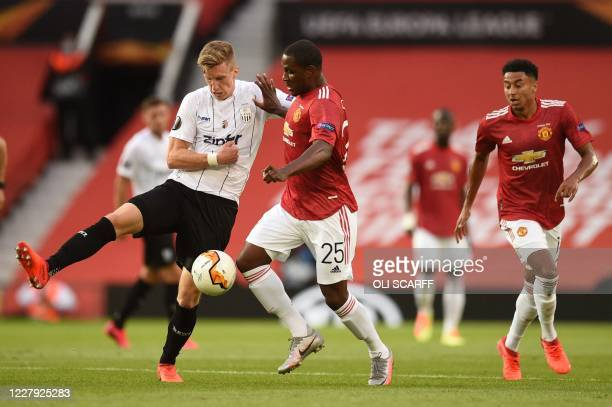 S Austrian defender Philipp Wiesinger vies with Manchester United's Nigerian striker Odion Ighalo during the UEFA Europa League last 16 second leg...