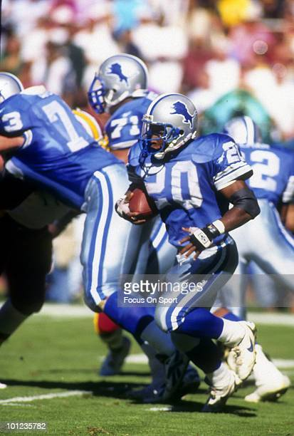 C CIRCA 1990's Barry Sanders of the Detroit Lions carries the ball against the Washington Redskins circa early 1990's during an NFL football game at...