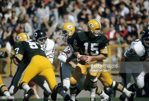 BAY WI CIRCA 1960's Bart Starr quarterback of the Green Bay Packers turns to hands the ball off against the Chicago Bears during a circa 1960's NFL...