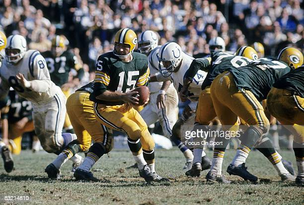 BAY WI CIRCA 1960's Bart Starr quarterback of the Green Bay Packers turns to hands the ball off against the Baltimore Colts during a circa 1960's NFL...