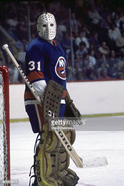 MA 1970's Billy Smith of the New York Islanders tends goal in game against the Boston Bruins at the Boston Garden
