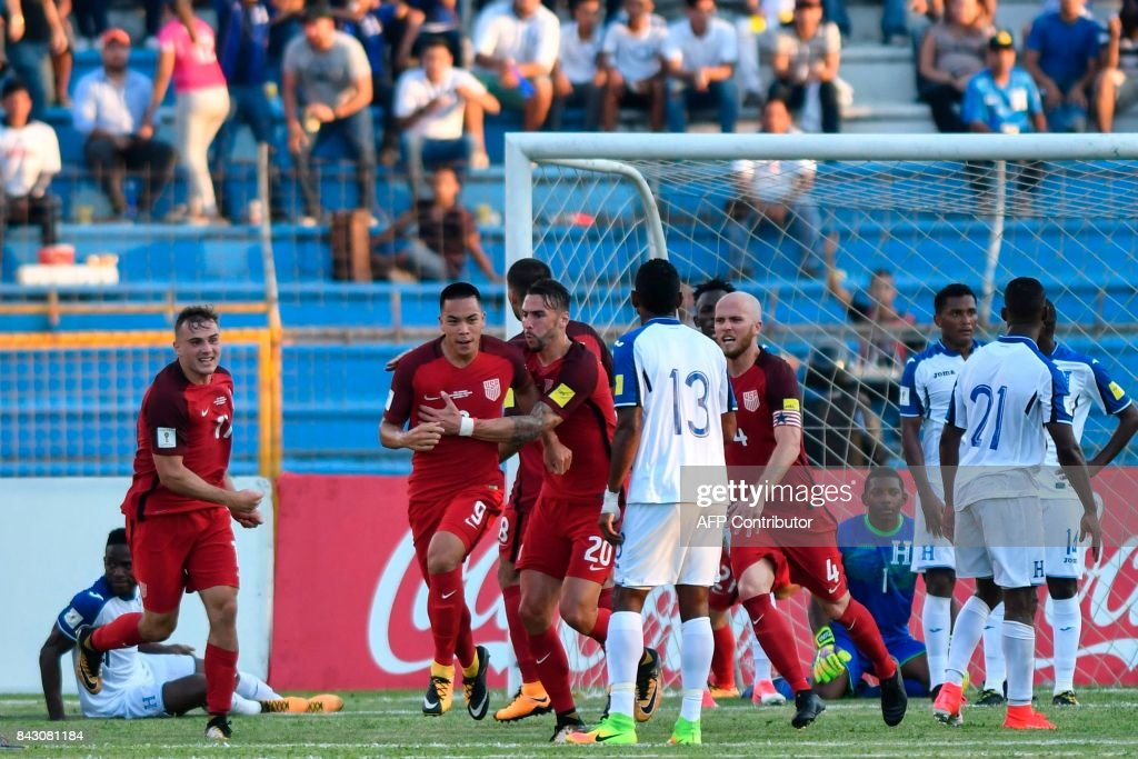 USA's Bobby Wood (2-L) celebrates with teammates after scoring against Honduras during their 2018 World Cup football qualifier match in San Pedro Sula, Honduras, on September 5, 2017. / AFP PHOTO / Johan ORDONEZ