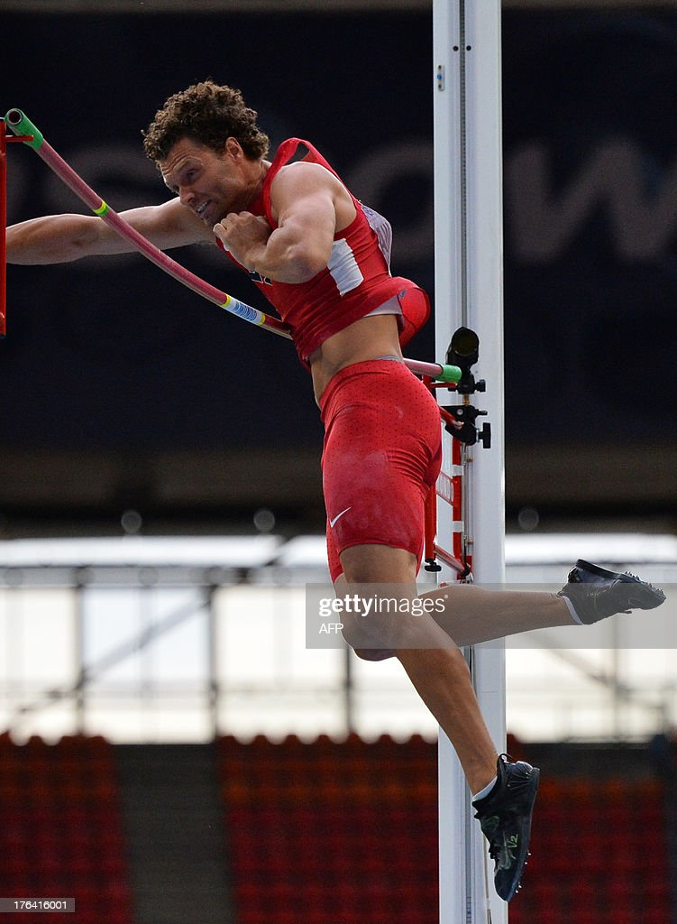 US's Brad Walker competes in the men's pole vault final at the 2013 IAAF World Championships at the Luzhniki stadium in Moscow on August 12, 2013.