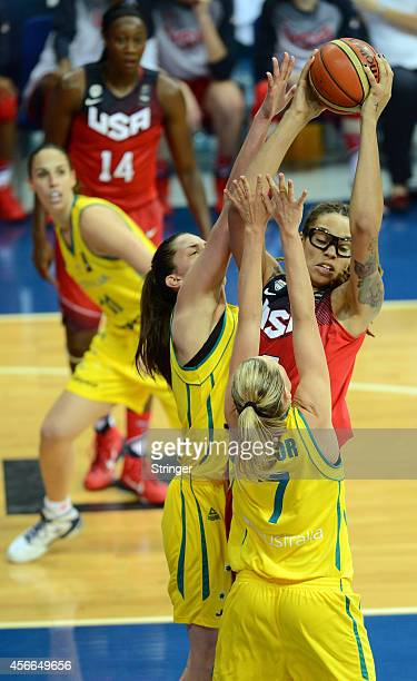 USA's Brittney Griner challenges Australia's Penny Taylor during the 2014 FIBA Women's World Championship semifinal basketball match between...