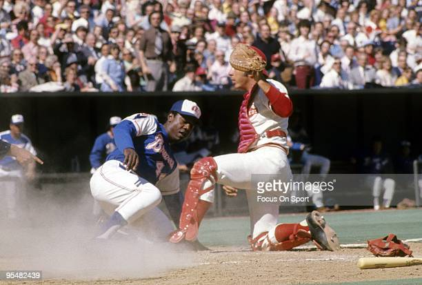 S: Catcher Johnny Bench of the Cincinnati Reds in action puts the tag on Hank Aaron of the Atlanta Braves during a MLB baseball game circa late...