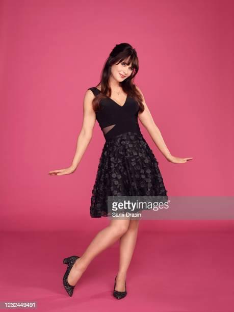 S Celebrity Dating Game stars Zooey Deschanel.