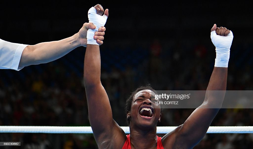 TOPSHOT - USA's Claressa Maria Shields reacts after winning against Netherlands' Nouchka Fontijn during the Women's Middle (69-75kg) Final Bout at the Rio 2016 Olympic Games at the Riocentro - Pavilion 6 in Rio de Janeiro on August 21, 2016. USA's Claressa Maria Shields won the match. / AFP / Yuri CORTEZ