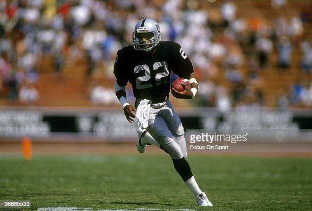 LOS ANGELES CA CIRCA 1980''s Cornerback Mike Haynes of the Los Angeles Raiders in action circa mid 1980's during an NFL football game at the Los...