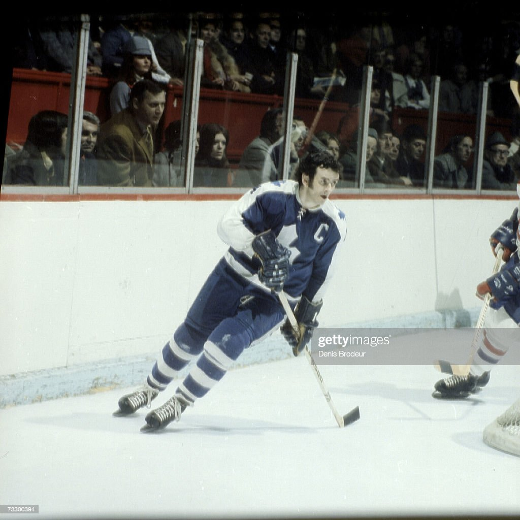 fd2ad9e33 MONTREAL - 1970 s  Dave Keon of the Toronto Maple Leafs skates ...