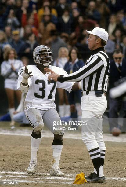 CIRCA 1980's Defensive back Lester Hayes of the Los Angeles Raiders is called for pass interference pleads his case to the offical who makes the call...