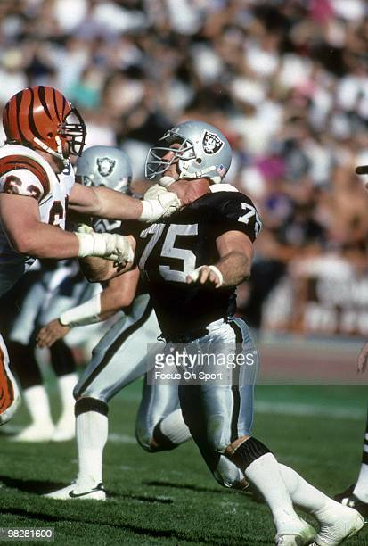 LOS ANGELES CA CIRCA 1990's Defensive Tackle Howie Long of the Los Angeles Raiders plays against the Cincinnati Bengals circa early 1990's during an...