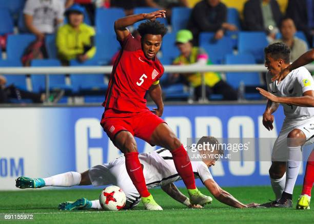 USA's Erik PalmerBrown fights for the ball with New Zealand's Myer Bevan during their U20 World Cup round of 16 football match between the US and New...