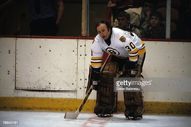 Gerry Cheevers of the Boston Bruins in pre game action .