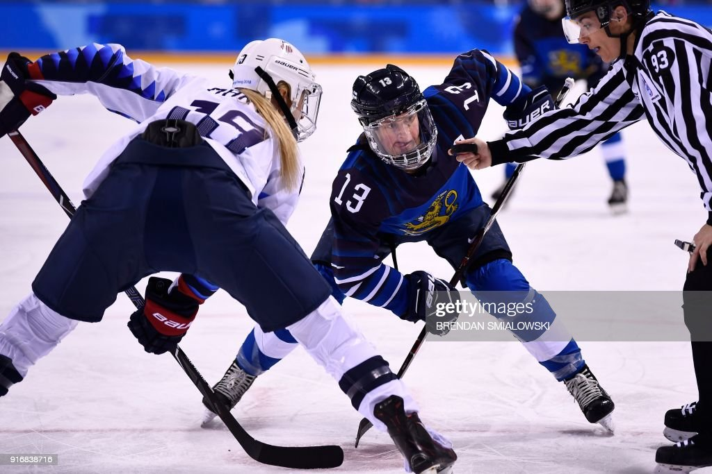 TOPSHOT - USA's Gigi Marvin (L) and Finland's Riikka Valila wait to face off during the final period of the women's preliminary round ice hockey match between Finland and the United States teams during the Pyeongchang 2018 Winter Olympic Games at the Kwandong Hockey Centre in Gangneung, South Korea on February 11, 2018. / AFP PHOTO / Brendan Smialowski
