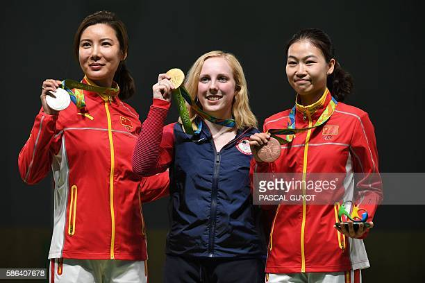 USA's gold medallist Virginia Thrasher poses on the podium with China's silver medal winner Du Li and China's bronze medallist Yi Siling during the...