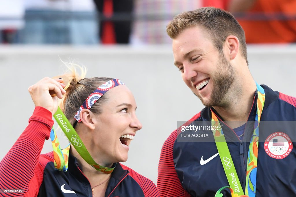 TOPSHOT - USA's gold medallists Bethanie Mattek-Sands and Jack Sock pose on the podium during the medal ceremony for the mixed doubles tennis event at the Olympic Tennis Centre of the Rio 2016 Olympic Games in Rio de Janeiro on August 14, 2016. / AFP PHOTO / Luis Acosta