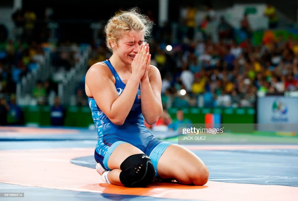 TOPSHOT - USA's Helen Louise Maroulis celebrates after winning against Japan's Saori Yoshida in their women's 53kg freestyle final match on August 18, 2016, during the wrestling event of the Rio 2016 Olympic Games at the Carioca Arena 2 in Rio de Janeiro. / AFP / Jack GUEZ