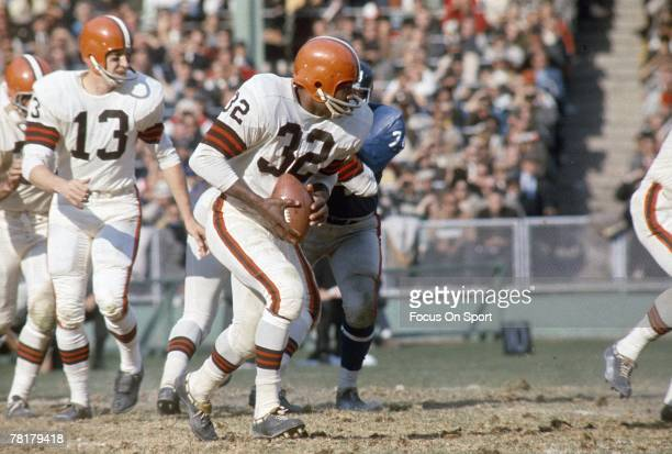 BRONX NY CIRCA 1950's Jim Brown of the Cleveland Browns carries the ball against the New York Giants in a late circa 1950's NFL football game at...
