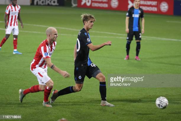 S Jorrit Hendrix and Club's Charles De Ketelaere fight for the ball during a friendly game against Dutch club PSV Eindhoven, during the winter...