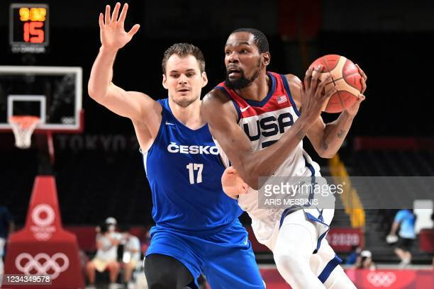 S Kevin Wayne Durant dribbles the ball past Czech Republic's Jaromir Bohacik in the men's preliminary round group A basketball match between USA and...