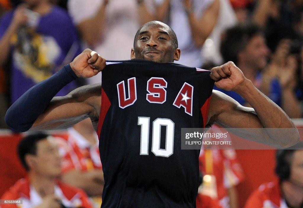 USA's Kobe Bryant celebrates at the end : News Photo