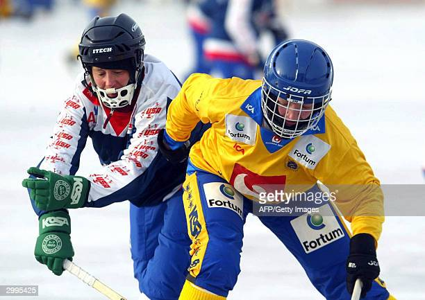 USA's Lara Turnen tries to stop Sweden's Emma Kronberg during the women Bandy World championships 19 February 2004 in Lappeenranta Finland Bandy is...