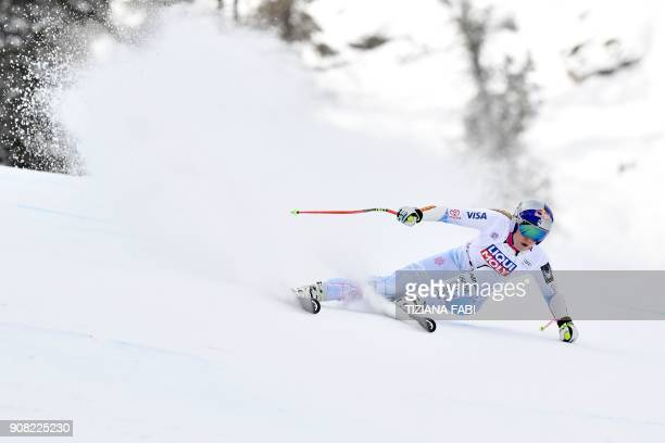 TOPSHOT USA's Lindsey Vonn competes in the FIS Alpine World Cup Women's Super G on January 21 2018 in Cortina d'Ampezzo Italian Alps / AFP PHOTO /...