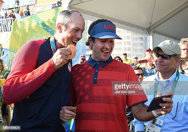 USA's Matt Kuchar poses for a selfie with USA's Bubba Watson after winning the Bronze in the men's individual stroke play final day at the Olympic...