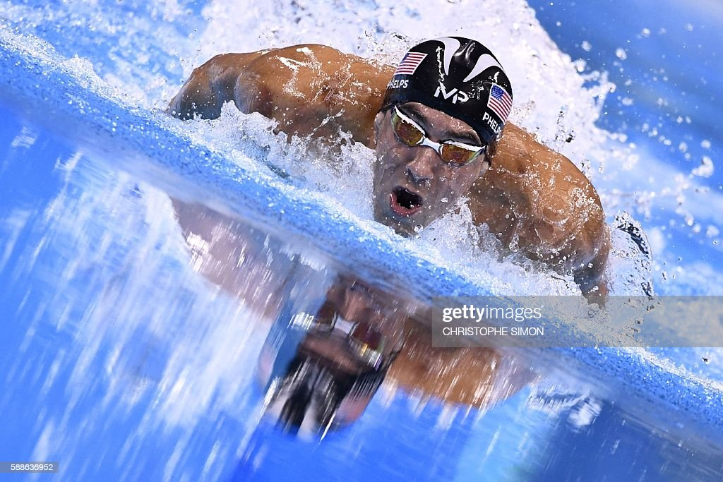 TOPSHOT - USA's Michael Phelps competes to win the Men's 200m Individual Medley Final during the swimming event at the Rio 2016 Olympic Games at the Olympic Aquatics Stadium in Rio de Janeiro on August 11, 2016. / AFP / CHRISTOPHE